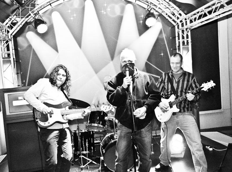 Fra venstre Lasse Tuastad, i midten Kjell Andreasson, bak bandet Geir Akse og til høyre Sigurd Eknes.